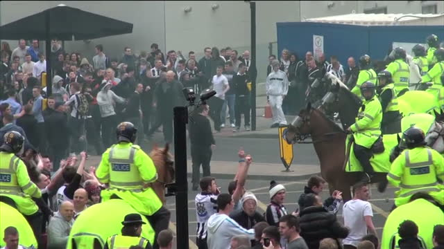exterior wide shots mounted police officers holding large crowds of football fans exterior shots fans hurling bottles towards the police exterior... - newcastle upon tyne stock videos and b-roll footage
