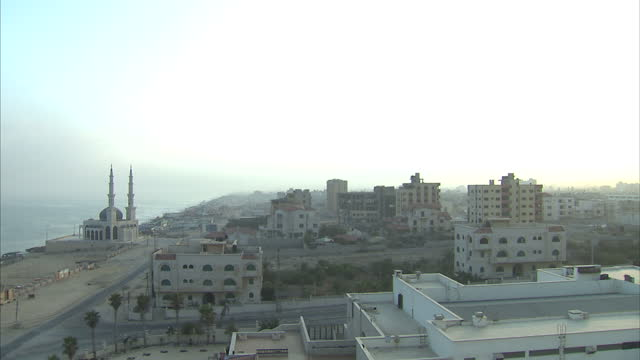 stockvideo's en b-roll-footage met exterior wide shots of gaza city skyline a mosque near the beach on july 30 2014 in gaza israel - israëlisch leger