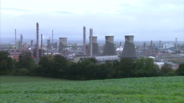 exterior wide shots of grangemouth oil refinery & flare stack burning excess gas. grangemouth oil refinery stock shots on november 26, 2013 in... - strike industrial action stock videos & royalty-free footage