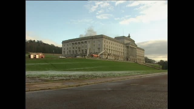 exterior wide shots of stormont with smoke billowing from behind fire engines firemen on cherry pickers over parapet on january 2 1995 in belfast... - ストーモント点の映像素材/bロール