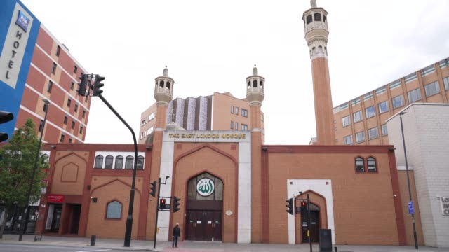 exteriors at east london mosque – one of the biggest in europe with a capacity of 7 serving the uk's largest muslim community the holy month of... - biggest stock videos & royalty-free footage