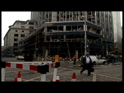 vídeos de stock e filmes b-roll de exteriors bishopsgate crime prevention centre bomb damaged exteriors var of devastated office blocks destroyed buildings shattered windows workmen... - 1993