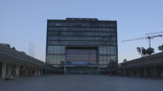 vidéos et rushes de exteriors city hall, montpellier - lieux géographiques