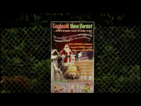 vidéos et rushes de exteriors lapland christmas theme park in rain including staff dressed in elf costumes, animals & fairground attractions. - 50 secondes et plus
