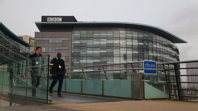 vidéos et rushes de exteriors of bbc quay house building at salford quays, salford, greater manchester, uk, on wednesday, february 5, 2020. - bbc