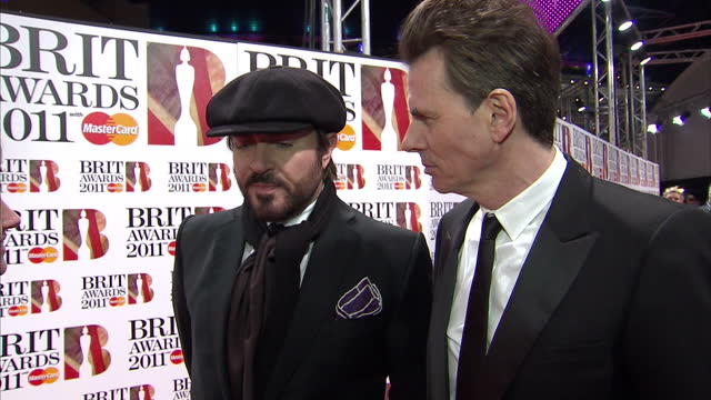 stockvideo's en b-roll-footage met exteriors of duran duran members john taylor and simon le bon being interviewed by sky news reporter lucy cotter brit awards red carpet interviews at... - duran duran