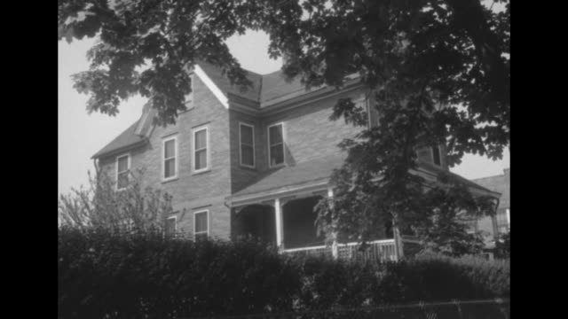exteriors of john small's house; small found kidnapped baby diane bradford with kidnapper barbara grimm at this house - queens stock-videos und b-roll-filmmaterial