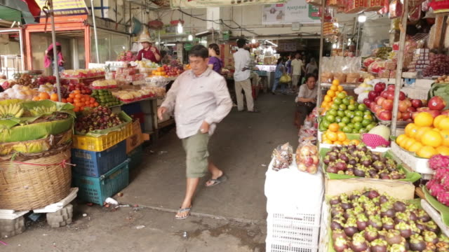 exteriors of market, roast pork, fruit vendors, making fresh orange juice, flower vendors, meat and vegetable vendors in phnom penh, cambodia on... - fruit juice stock videos & royalty-free footage