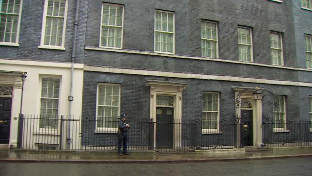 exteriors of number 10 and 11 downing street homes to the prime minister and the chancellor of the exchequer - number 10 stock videos & royalty-free footage