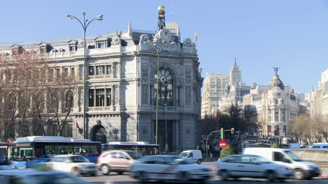 exteriors of spain's central bank in madrid spanish central bank on january 25 2012 in madrid spain - 中央銀行点の映像素材/bロール