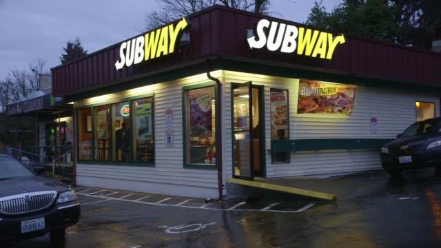 exteriors of subway, mcdonald's, kfc and taco bell. - 情報伝達サイン点の映像素材/bロール