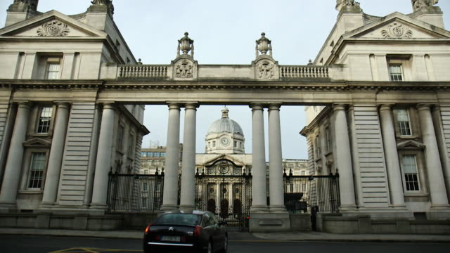 exteriors of the irish parliament building - identity politics stock videos & royalty-free footage