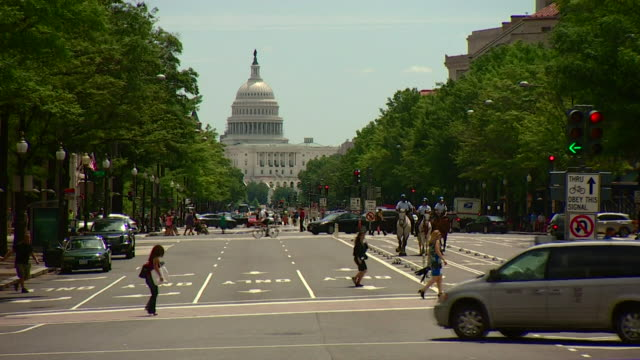 exteriors of the white house and capitol hill in washington dc - weißes haus stock-videos und b-roll-filmmaterial
