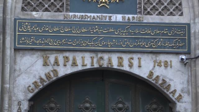 stockvideo's en b-roll-footage met exteriors shots of istanbul's historic grand bazaar on march 24, 2020. the grand bazaar has been temporarily closed on monday within the measures to... - grote bazaar van istanboel istanboel
