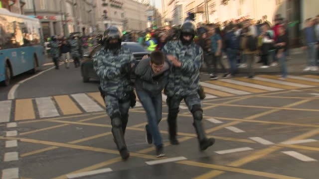 exteriors shots of russian armed police detaining protesters and people protesting for opposition candidates to be allowed to stand in the city... - russia stock videos & royalty-free footage