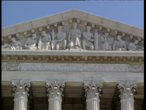 exteriors supreme courts of justice building track right along inscription 'equal justice under law' washington dc - oberstes bundesgericht der usa stock-videos und b-roll-filmmaterial