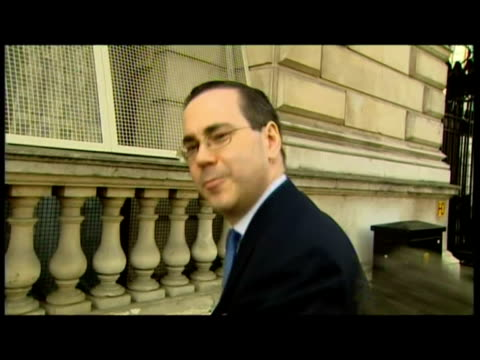 stockvideo's en b-roll-footage met exteriors var bankers and mortgage lenders arrive for meeting with chancellor alistair darling, walk past cameras & into 11 downing street. - var