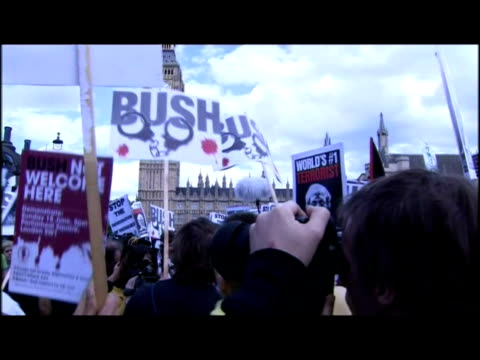 exteriors var of demo in parliament square re george bush visit, stop the war protesters chanting & holding placards. exteriors line of riot police... - var stock videos & royalty-free footage