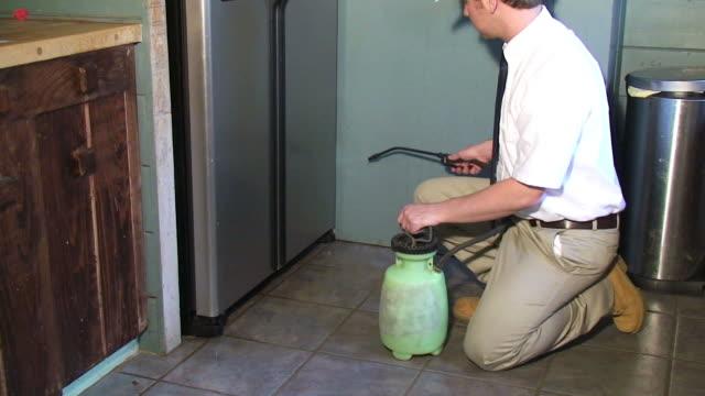 vídeos y material grabado en eventos de stock de exterminador - insecticida