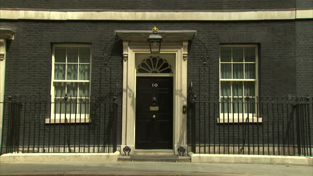 stockvideo's en b-roll-footage met external shots of the door of number 10 downing street the london residence of the british prime minister downing street stockshots on july 21 2013... - downing street