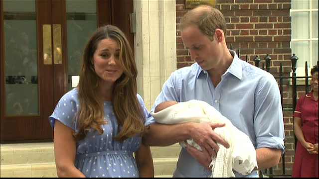 vídeos y material grabado en eventos de stock de external soundbite the duke and duchess of cambridge speaking about their feelings as new parents prince william says 'it's very emotionalvery... - 2013