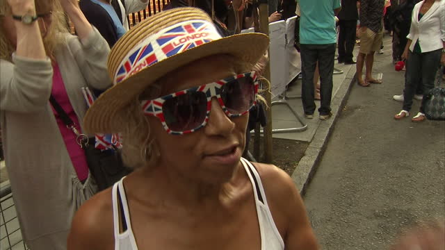 external soundbites with unidentified woman speaking about being glad she came to st mary's hospital to experience the atmosphere and the crowds... - 0 11 mesi video stock e b–roll