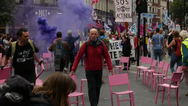 extinction rebellion blocks busy london junction as new campaign begins; england: london: trafalgar square: ext paul stephens interview sot gvs crowd... - road stock videos & royalty-free footage
