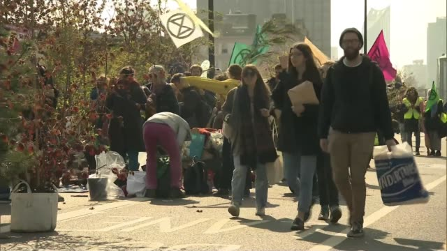 Extinction Rebellion climate change protesters block roads in London ENGLAND London Waterloo Bridge EXT Extinction Rebellion climate change protester...
