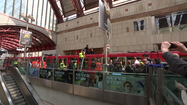 extinction rebellion protest: waterloo bridge and dlr protests; england: london: tower hamlets: canary wharf: int various activists removed from... - ランベス点の映像素材/bロール