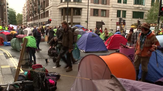 extinction rebellion protesters outside environment agency england london westminster marsham street ext 'change is now' sign on lamppost and... - dismantling stock videos & royalty-free footage