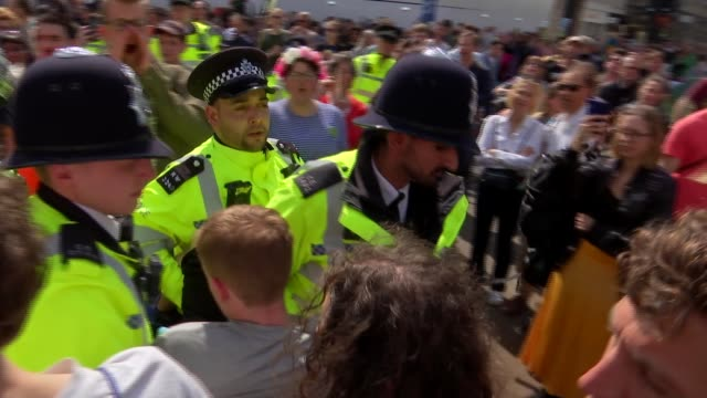 home secretary calls on police to use 'full force of the law' as london protests enter fourth day england london oxford street ext police officers... - oxford street london stock videos and b-roll footage