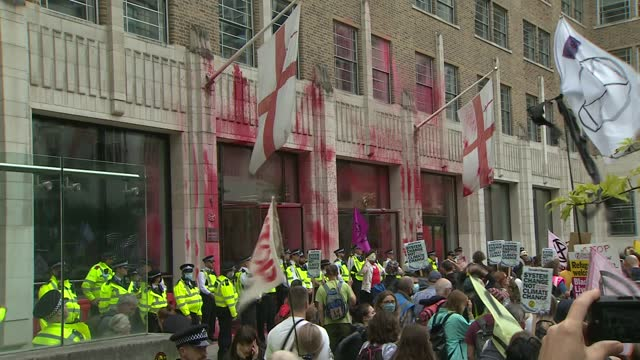 extinction rebellion target city of london in 'blood money march' on fifth day of action; england: london: city of london: ext extinction rebellion... - top of the pops stock videos & royalty-free footage