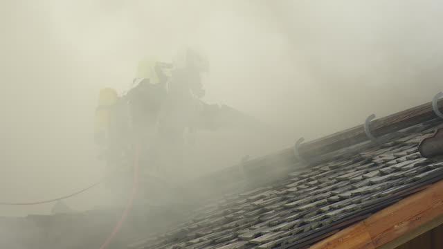 extinguish fire - 緊急用具点の映像素材/bロール