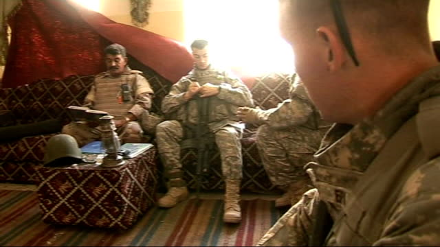 extra us troops in baghdad american soldiers up steps in shopping centre to visit iraqi unit based there iraqi and us troops communicating... - 言語翻訳点の映像素材/bロール