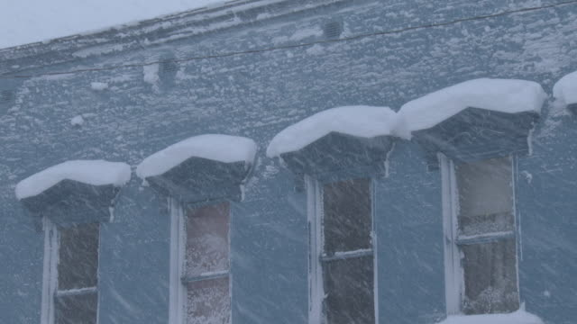 extreme blizzard conditions, heavy snow falling, deep snow piling up - eaves stock videos and b-roll footage