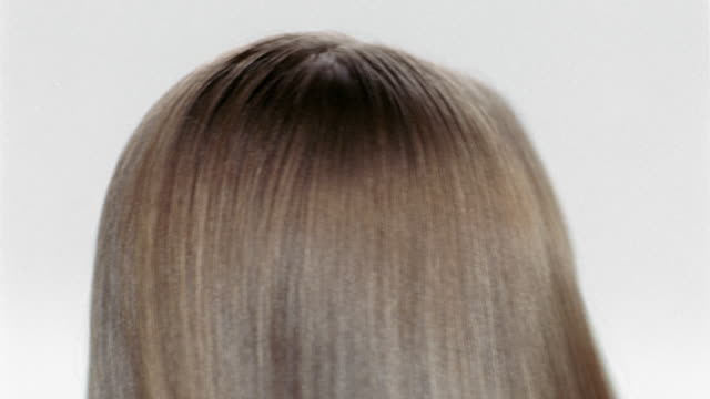 vidéos et rushes de extreme close up back of the head of woman with long hair / shaking head back and forth - cheveux raides