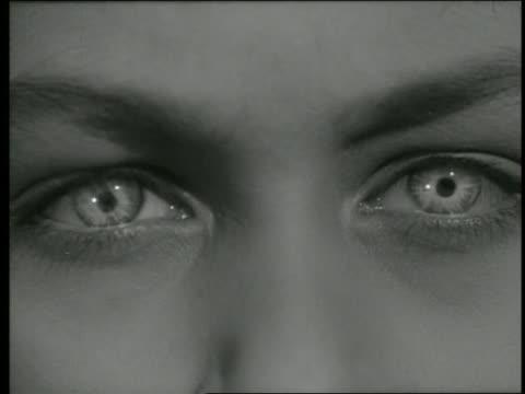 vidéos et rushes de b/w extreme close up child's white eyes - seulement des petites filles