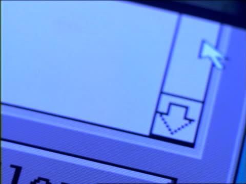 """vidéos et rushes de extreme close up cursor moving to """"clear"""" button on computer screen - écriture européenne"""