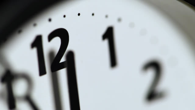 vidéos et rushes de extreme close up of an analogue clock face - limite