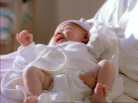 extreme close up shot of a newborn caucasian baby as it lays on a hospital bed - okänt kön bildbanksvideor och videomaterial från bakom kulisserna
