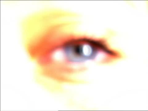 vídeos de stock e filmes b-roll de extreme close up woman's blue eye - super exposto