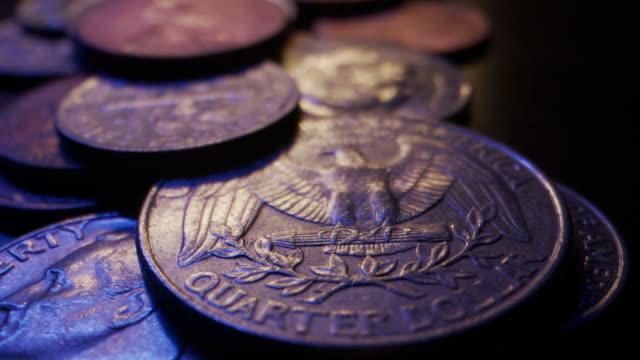 vídeos de stock e filmes b-roll de extreme close-up macro moving slider shot of american currency coins piled up on a wooden table - moeda de cinco cêntimos