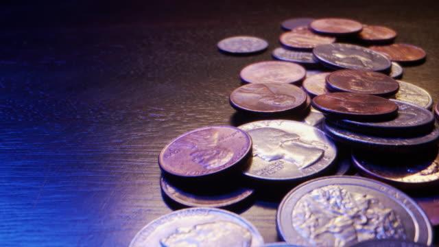 vídeos de stock e filmes b-roll de extreme close-up macro moving slider shot of american currency coins - moeda de cinco cêntimos
