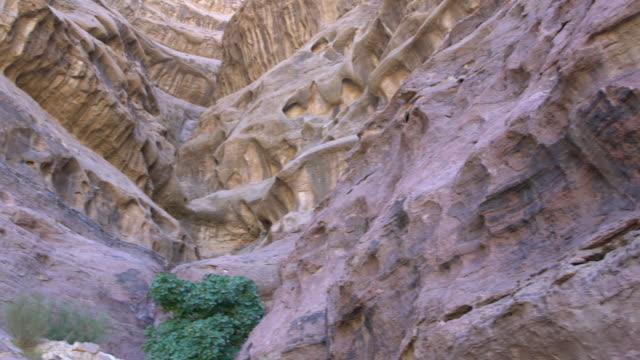extreme close-up of a dramatic sandstone rock formation in wadi rum desert, jordan - sandstone stock videos & royalty-free footage