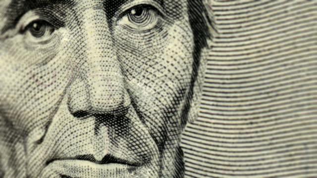 vídeos y material grabado en eventos de stock de extreme close-up pan across an american five dollar bill. - billete de cinco dólares estadounidense