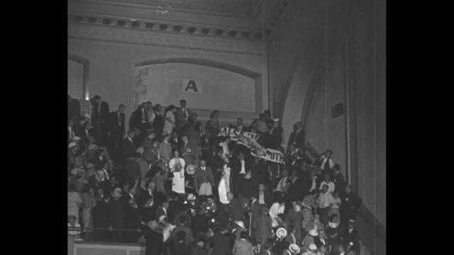 stockvideo's en b-roll-footage met ws extreme high angle view of crowd on the floor of philadelphia convention hall at the 1936 democratic natl convention / mls proal smith... - al smith