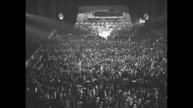 stockvideo's en b-roll-footage met els extreme high angle view of delegates on floor of philadelphia convention hall during 1936 democratic national convention lit stage with podium in... - al smith