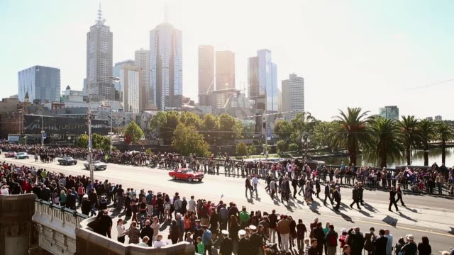 extreme long shot of marching parade. australians commemorate anzac day on april 25, 2013 in various cities, australia extreme long shot of marching... - parade stock videos & royalty-free footage