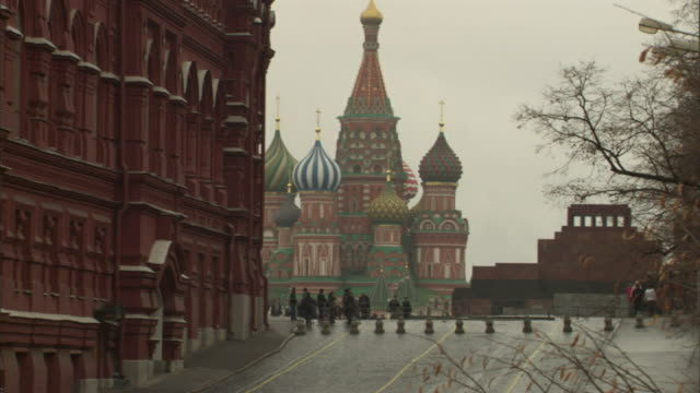 extreme long shot static - pedestrians approach the colorful st. basil's cathedral in moscow. / moscow, russian federation - st. basil's cathedral stock videos and b-roll footage