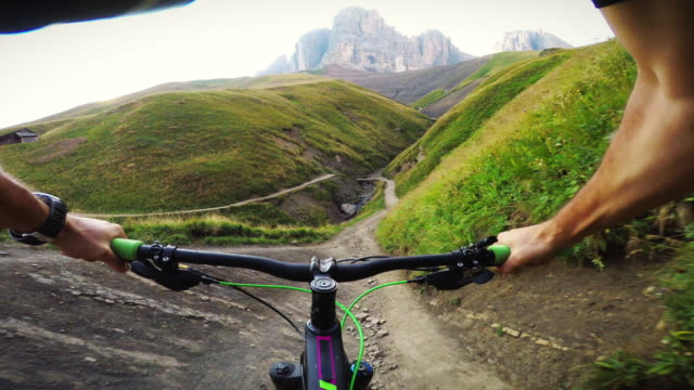 extreme pov mountainbiking on the alps - mountain bike stock videos & royalty-free footage